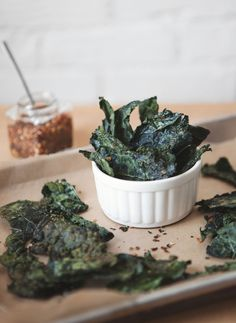 I've still never made Kale chips. Post image for Superfood Recipes: Spicy Kale Chips Spicy Recipes, Real Food Recipes, Cooking Recipes, Yummy Food, Healthy Recipes, Healthy Cooking, Healthy Snacks, Healthy Eating, Think Food