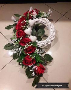 Grave Flowers, Cemetery Flowers, Funeral Flowers, Arte Floral, Christmas Flower Arrangements, Floral Arrangements, Cemetery Decorations, Christmas Wreaths, Christmas Decorations