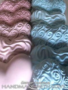 Cuori in gesso ceramico di alta qualità, colorati con pigmenti liquidi o in polvere, diverse profumazioni tra cui scegliere, fragranze ed olii essenziali... atmosfere romantiche e profumate  https://www.facebook.com/katyabonettighirigori #handmade #handmadewothlove #cuori #cuore #gesso #gessetti #azzurro #rosa #verde #lilla #beige #shabby #shabbychic #fattoamano #chalks #romantic #2016 #pink #green #lavendere #lightblue #lemaddine #seguiteilbiancocigno