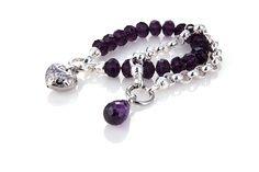 Kagi #bracelet #purple #silver. Kagi armbanden. Ik moet kiezen vandaag. Het is warm en ik ga vandaag voor #paarse samen mooie KAGI 316L armband. Kies voor de paarse #hanger.  Oorbellen de #paarse #drops.  Hard werken ondanks warm weer. Beurs voorbereiden.