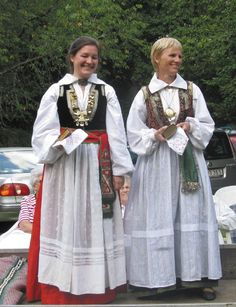 Villands varianter Folk Costume, Costumes, World Cultures, Traditional Outfits, Handkerchiefs, Norway, Photography, Clothes, Collection