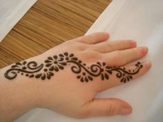 Henna Source by busrcankaya Small Henna Designs, Henna Tattoo Designs Simple, Mehndi Designs For Kids, Arabic Henna Designs, Mehndi Designs For Beginners, Mehndi Designs For Fingers, Latest Mehndi Designs, Bridal Mehndi Designs, Henna Tatoos