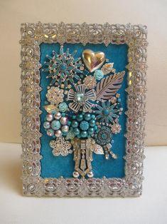 Costume Jewelry Crafts, Vintage Jewelry Crafts, Recycled Jewelry, Vintage Jewellery, Antique Jewelry, Jewelry Tree, Jewelry Ideas, Diy Jewelry, Jewelry Frames