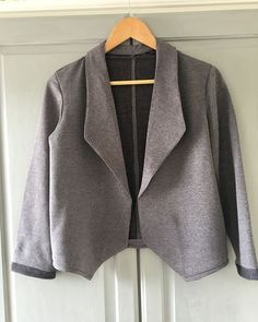 Well folks, here it is, The Grainline Studio Morris Blazer. What....a.....journey!!! (For a beginner, more advanced sewers would whizz through it I'm sure!) I have never used my seam ripper so much!!!!!! On the whole it was an easy make, sleeves, cuffs, jacket front/back all went together easily. For me it was attaching the front interfaced panels which were joined together with the hem and neck panels - so basically one giant circle! It all went together fine until I got to the points of…