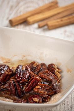 Keto pecans that are a MUST try! These keto cinnamon sugar pecans are amazing! Such a great treat on a ketogenic diet. Low Carb Keto, Low Carb Recipes, Diet Recipes, Cooking Recipes, Keto Fat, Sugar Coated Pecans, Cinnamon Sugar Pecans, Cinnamon Swirl Pancakes