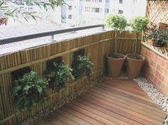 morar em apartamento ou casas sem quintal não é desculpa para não ter seu espaço verde! Ter um jardim em casa é super gostoso. Traz frescor e natureza para a casa e com criatividade, vasos acessóri…