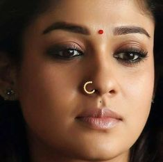 Beautiful South Indian Model Nayantara Real Face Without Makeup - Tollywood Boost Nayanthara In Saree, Nayanthara Hairstyle, Beauty Full Girl, Cute Beauty, Beauty Women, Beautiful Bollywood Actress, Most Beautiful Indian Actress, Indian Actress Photos, Indian Actresses
