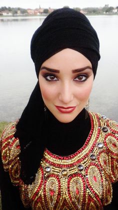 :) Love her makeup fashion, and think her Hijabs look beautiful. Inspired me to dress up my hijab. Black Girl Fashion, Fashion Face, Hijab Fashion, Fashion Dresses, Fashion Fashion, Korean Fashion, Head Scarf Styles, Long Faces, Fashion Quotes