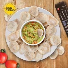 Szykuje się długi wieczór przed telewizorem? Nie sięgaj po chipsy lub nachosy z sosem - zamiast tego chrupnij wafle Sunny Corn z domowej roboty pysznym guacamole! #sunny #corn #wafle #guacamole #taste #delicious #pyszne
