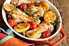 Recept : Krkovička zapečená s bramborami a šlehačkou | ReceptyOnLine.cz - kuchařka, recepty a inspirace Paella, Chicken Wings, Shrimp, Menu, Cooking, Ethnic Recipes, Food, Lasagna, Red Peppers