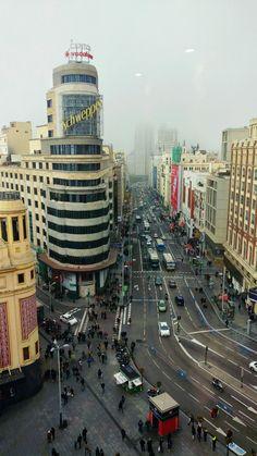 Niebla en la Gran Vía. Madrid.