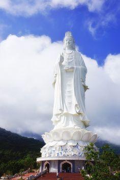 The highest Statue of Avalokitesvara Bodhisattva in Vietnam - Da Nang city
