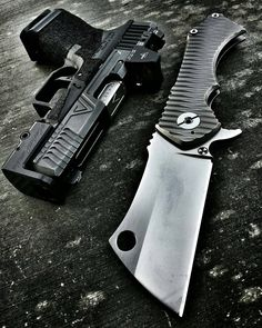 """Photo from @endlesspossibles - #WharncliffeWednesday carry @radknives Field Cleaver 007 @agencyarms G19 @darkhourdefense SEAX @trijicon RMR @vikingtactics magplate •••••••••••••••••••••••••••••••••••••••• TAG YOUR FRIENDS ⬇ Press """"…"""" and turn..."""