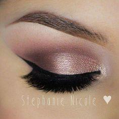 It's stunning #smokey gold look #eye line is on fleek