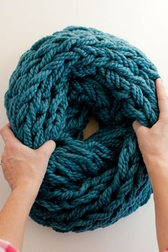 Arm Knitting How-To PDF: A Step-By-Step Photo by flaxandtwine