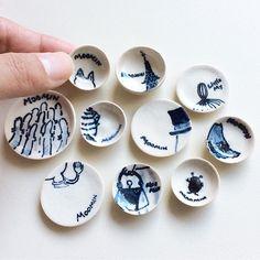all handmade miniature ceramics ムーミン柄のミニチュア清水焼。 電動ろくろを使った初めての陶芸作品です。 ドールハウスの「ムーミンの店」を作っていた4年くらい前のものです。 いろいろなムーミンキャラクターの一部分を描いてみました。どれが誰かわかるかな〜(^.^) #ミニチュア #陶芸 #清水焼 #ムーミン #ミニチュアムーミンの店 #ハンドメイド #miniature #ceramics #moomin #miniaturemoominshop #handmade #moominmuseum