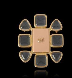 Je viens de mettre en vente cet article  : Broche Chanel 289,00 € http://www.videdressing.com/broches/chanel/p-3133321.html?utm_source=pinterest&utm_medium=pinterest_share&utm_campaign=FR_Femme_Bijoux+%26+Montres_Bijoux+fantaisie_Broches+%26+Pins_3133321_pinterest_share