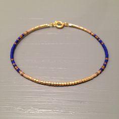 Petit Bracelet simple bracelet Bracelet en dégradé de bleu par ToccoDiLustro sur Etsy https://www.etsy.com/fr/listing/250057826/petit-bracelet-simple-bracelet-bracelet