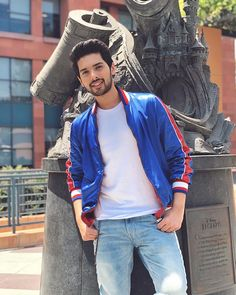 Armaan bhai had spent an half of his time office lion king🐱 Rockzzz. Singer Talent, Photoshoot Pose Boy, Ram Photos, Bollywood Dress, Handsome Prince, My Prince Charming, Famous Singers, Just Amazing, Awesome