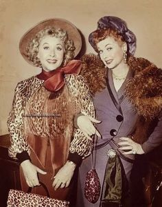"""""""Gangster Lucy"""" and """"Gangster Ethel"""" Lucille Ball and Vivian Vance dressed as gangsters in the 1957 episode of """"I Love Lucy"""" titled, """"Lucy Wants To Move To The Country"""" Barbara Eden, Face Off, Olympia Le Tan, Vintage Hollywood, Classic Hollywood, Hollywood Glamour, Vintage Tv, Hollywood Divas, Hollywood Stars"""