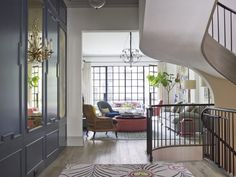 Renovation: a Manhattan townhouse gutted and reimagined for family life - Vogue Living - A Interior Design West Village, New York Townhouse, Townhouse Interior, Vogue Living, Interior Design Living Room, Interior Decorating, Sala Grande, Classic House, White Walls