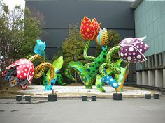 Yayoi Kusama flowers that bloom at midnight 2009