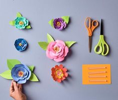 Craftdrawer crafts: how to easily make blooming paper flowers. Paper Flowers Diy, Handmade Flowers, Flower Crafts, Diy Paper, Fabric Flowers, Paper Crafts, Diy And Crafts Sewing, Diy Crafts, Craft Wedding