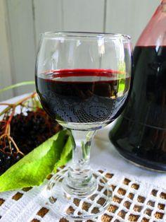 Bezinkový likér Alcoholic Drinks, Beverages, Pickles, Ham, Red Wine, Smoothie, Good Food, Food And Drink, Homemade