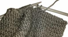 DIY Bufanda de lana cerrada con botones   Handbox Craft Lovers   Comunidad DIY, Tutoriales DIY, Kits DIY Diy, Knitting, Crochet, Accessories, Fashion, Knitted Scarves, Cowls, Scarf Styles, Crochet Hooded Cowl