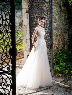 Očarujúce svadobné šaty s nádhernou aplikáciou na živôtiku