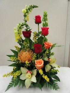 40 Pretty Flower Arrangement Design Decor Ideas - 2020 Home design Rosen Arrangements, Tropical Flower Arrangements, Creative Flower Arrangements, Flower Arrangement Designs, Church Flower Arrangements, Beautiful Flower Arrangements, Tropical Flowers, Spring Flowers, Colorful Flowers