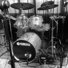 #italia #italy #liguria #genova #zena #notte #night #batteria #drumkit #drum #piatti #rullante #snare #cimbali #drummer #drumporn #paiste #ufip #remo #cimbals #biancoenero #bw #bn #yamaha by mazmatthew
