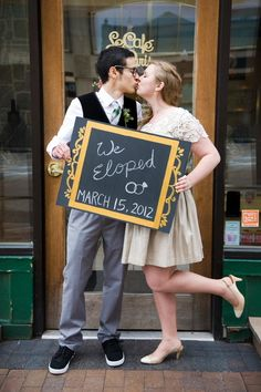 I love this elopement photo!!
