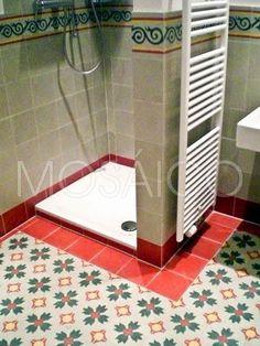 Im Trend: #Wellness-Oasen mit bodengleichen Duschen und vielem mehr – Badezimmer mit #Zementfliesen von Mosáico