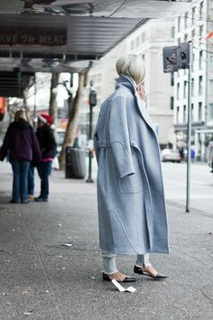 Uber winter styling | Pale light blue coat | Light blue jeans | Pointed black flats | Street style