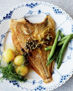 A great #summer dish with plaice, potatoes and green beans! A more classic #Danish version is a pan-fried plaice with new potatoes, butter sauce, chopped parsley and lemon wedges! #danishfood