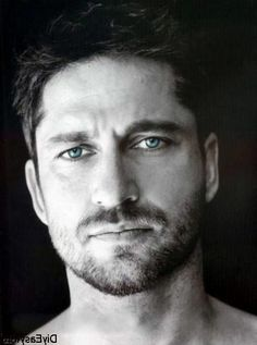 Gerard Butler – Some eye candy for my sissy. ;)