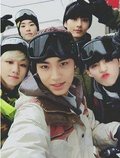 Throwback one fine day in JAPAN 🎊 SEVENTEEN saythename carat japan scoups jeonghan joshua jun hoshi wonwoo woozi mingyu dk seungkwan vernon dino lfl seventeencarat Carat Seventeen, Mingyu Seventeen, Seventeen Debut, Seventeen Scoups, Jeonghan, Woozi, Hip Hop, Super Junior, Seventeen One Fine Day