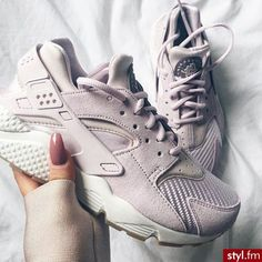 sneakers, beige, huaraches, nike More