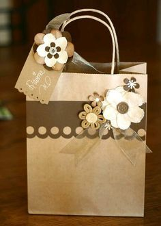 Bunches and Bits: Brown Paper Packages Paper Bag Crafts, Paper Gift Bags, Paper Gifts, Diy Paper Bag, Creative Gift Wrapping, Creative Gifts, Wrapping Presents, Wrapping Ideas, Creative Ideas