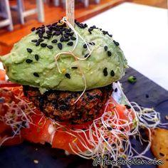 Rainbow Burger – Food Valencia Burger Food, Burger Recipes, Valencia, Rainbow, Rain Bow, Rainbows, Hamburger Recipes