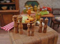 Main a sel bois et Moulin à poivre 01:12 accessoire de cuisine de maison de poupée Miniature à l