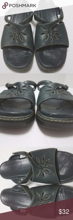 Clarks Navy Blue Sandals Mules Size 8.5 These navy blue Clarks sandals are in great condition with normal signs of wear.  My home is smoke-free and pet-free.  Check out the other items in my closet to bundle two or more items for a great bundle discount.  I consider all offers.  Happy Poshing! Clarks Shoes Sandals