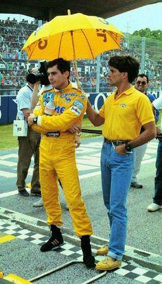Ayrton Senna, folgado, só no guarda-sol.