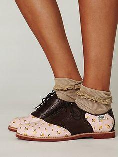 I <3 the Rachel Antonoff saddle shoes. I really really want some saddle shoes.