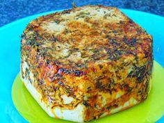 Queso vegano al pimentón Raw Food Recipes, Gluten Free Recipes, Fromage Vegan, Queso Cheese, Vegan Milk, How To Make Cheese, Vegan Cheese, Vegan Foods, Sin Gluten