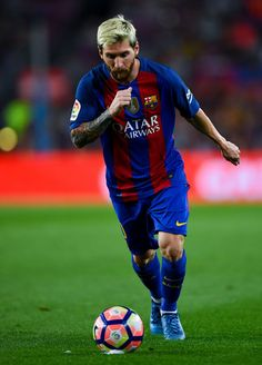 Lionel Messi of FC Barcelona takes a free kick during the La Liga match between FC Barcelona and Deportivo Alaves at Camp Nou stadium on September 10, 2016 in Barcelona, Catalonia.