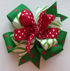 Really cute Christmas hair bow made from grosgrain ribbon (l.5 inch,7/8 inch and 5/8 inch wide) and attached to a covered alligator clip. Approx.