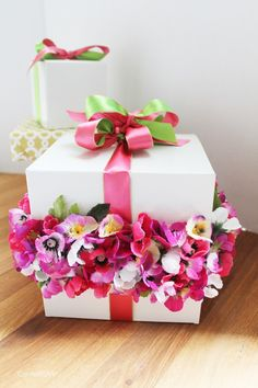 DIY Flower Band Gift Wrap by ConfettiStyle--inspired by a wedding cake and made using ordinary craft store supplies. http://confettistyle.com/2014/06/27/diy-gift-wrap-inspiration-inspired-by-a-cake/