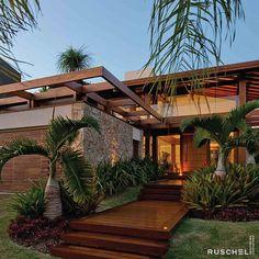Spanish style homes – Mediterranean Home Decor Modern Tropical House, Tropical Houses, Modern House Design, Tropical House Design, Rest House, My House, Beautiful Buildings, Beautiful Homes, Spanish Style Homes